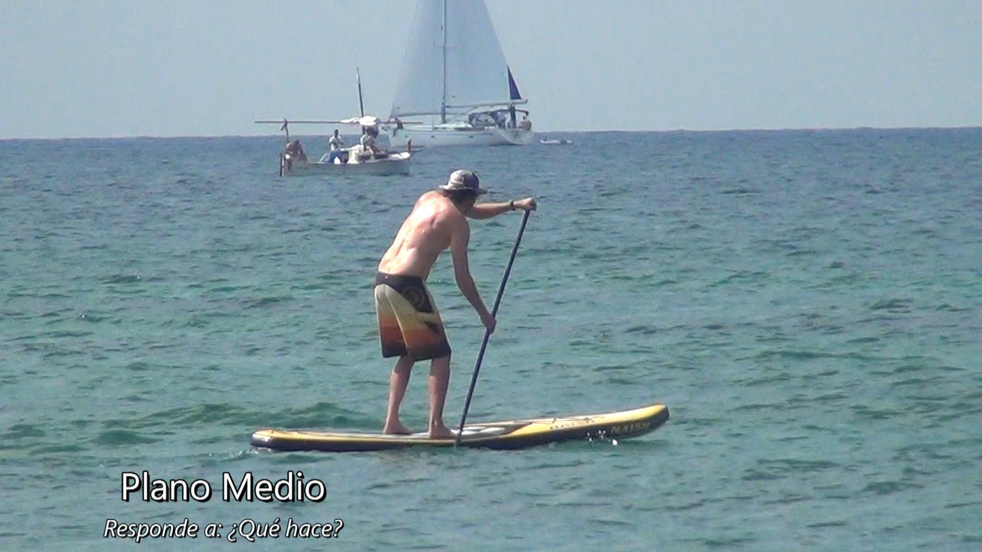 plano medio detective surf